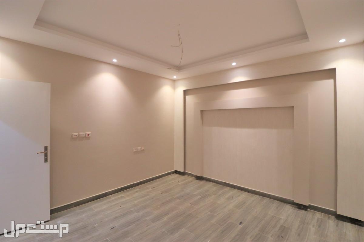 شقه 5غرف جديده اماميه مدخلين للبيع