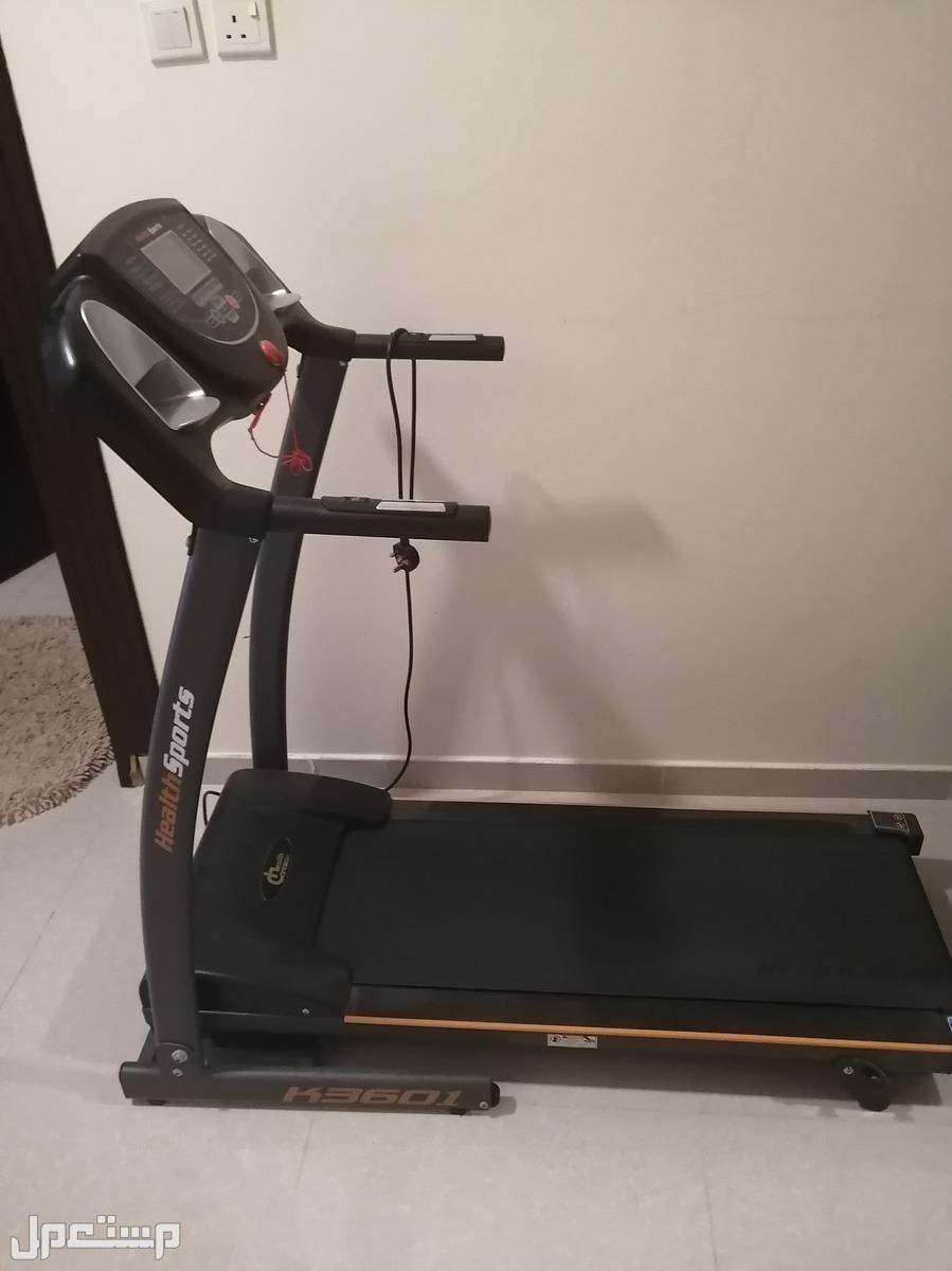 للبيع جهاز مشي شبه جديد استخدام خفيف البيع لاعلى سعر