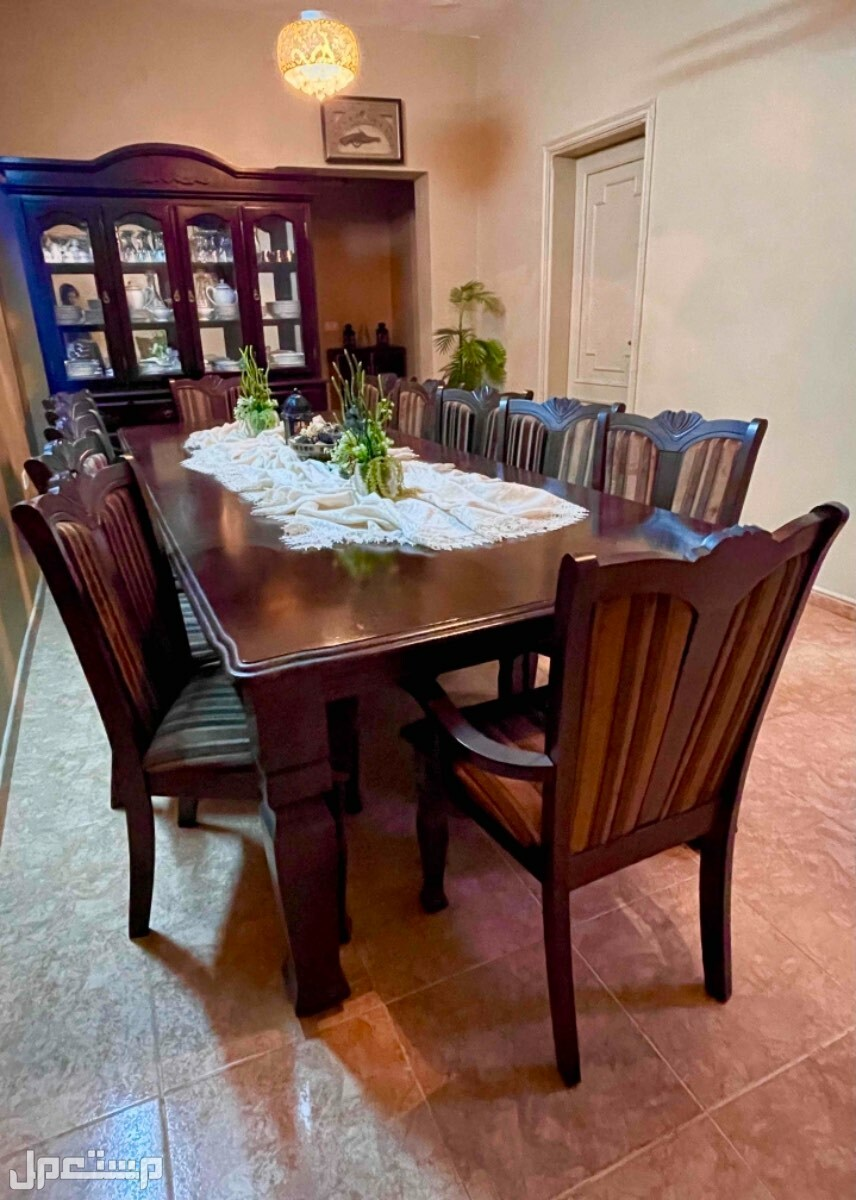 طاولة طعام كلاسيك للبيع كامل