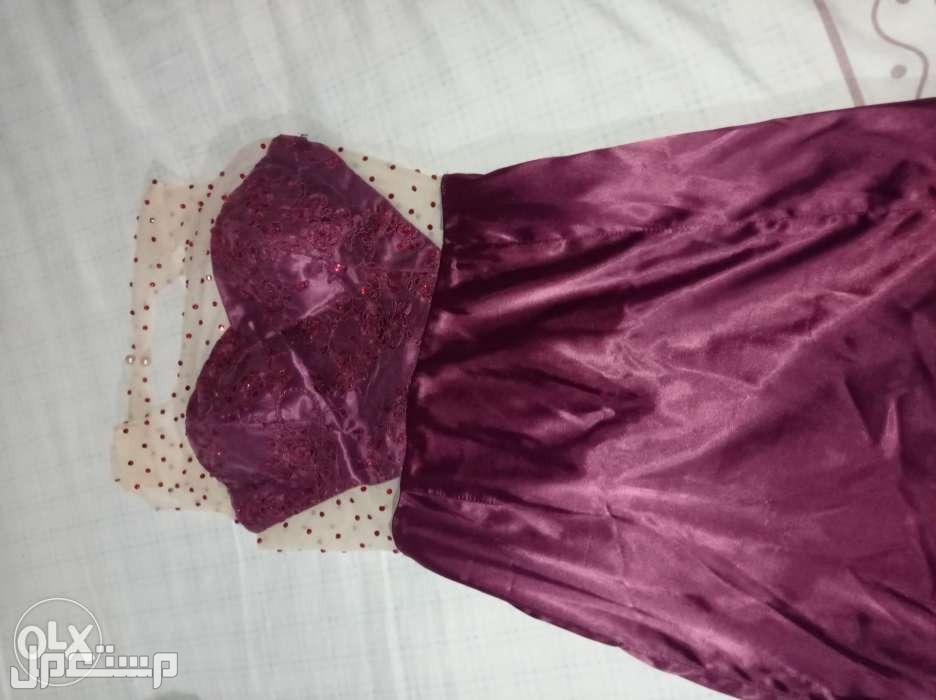 فستان سواريه صك للبيع بكت ومفتوح من الضهر يلبس ل 45 ك بيع بسعر 250 ج