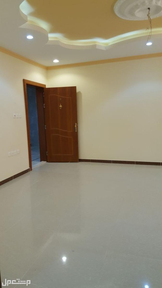 شقه للبيع 5غرف بمنافعها ب 360 الف ريال
