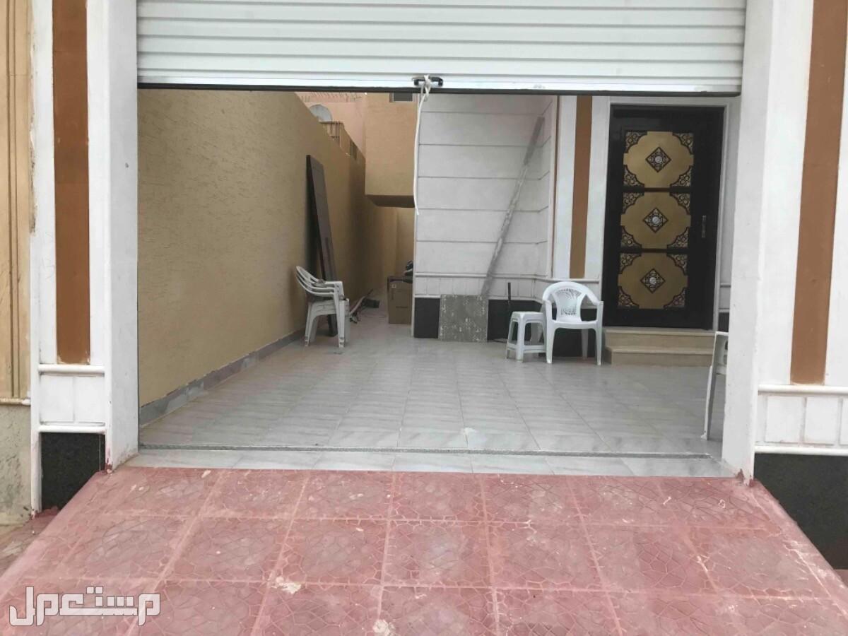 للبيع فيلا م 312 درج صالة وشقه حي العزيزية (الجوهرة) الرياض