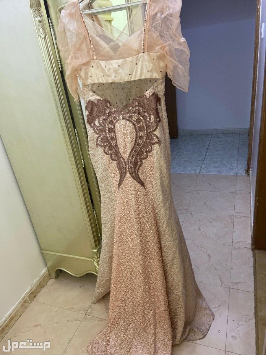 فستان افراح من الخلف بذيل