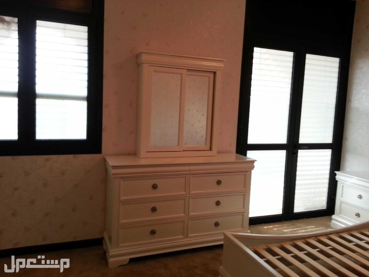غرفة نوم مستعملة أبيض لؤلؤ اللون