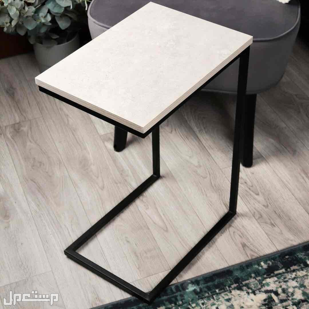 طاولات خدمة بأكثر من شكل