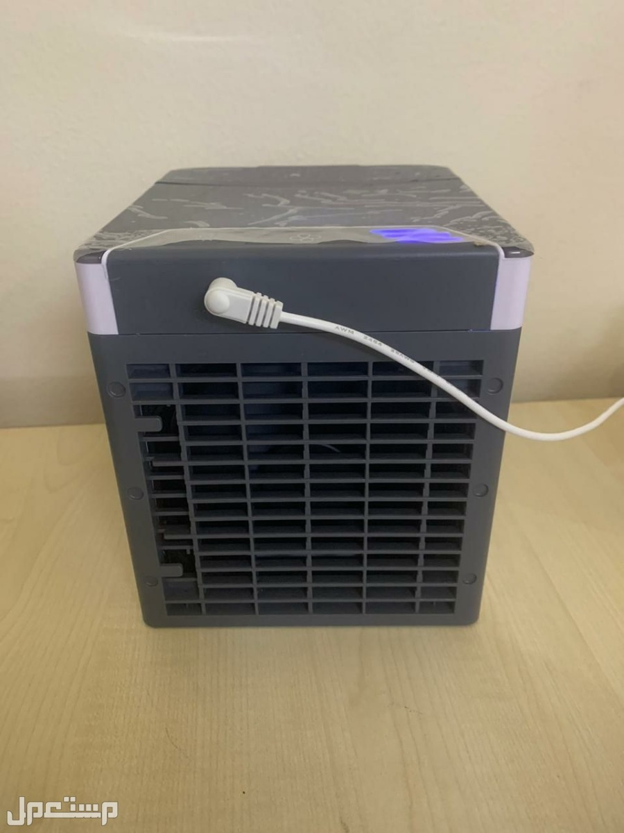 مكيف صحراوي صغير محمول بخاصية البخار يعمل علي الكهرباء من خلال وصلة USB