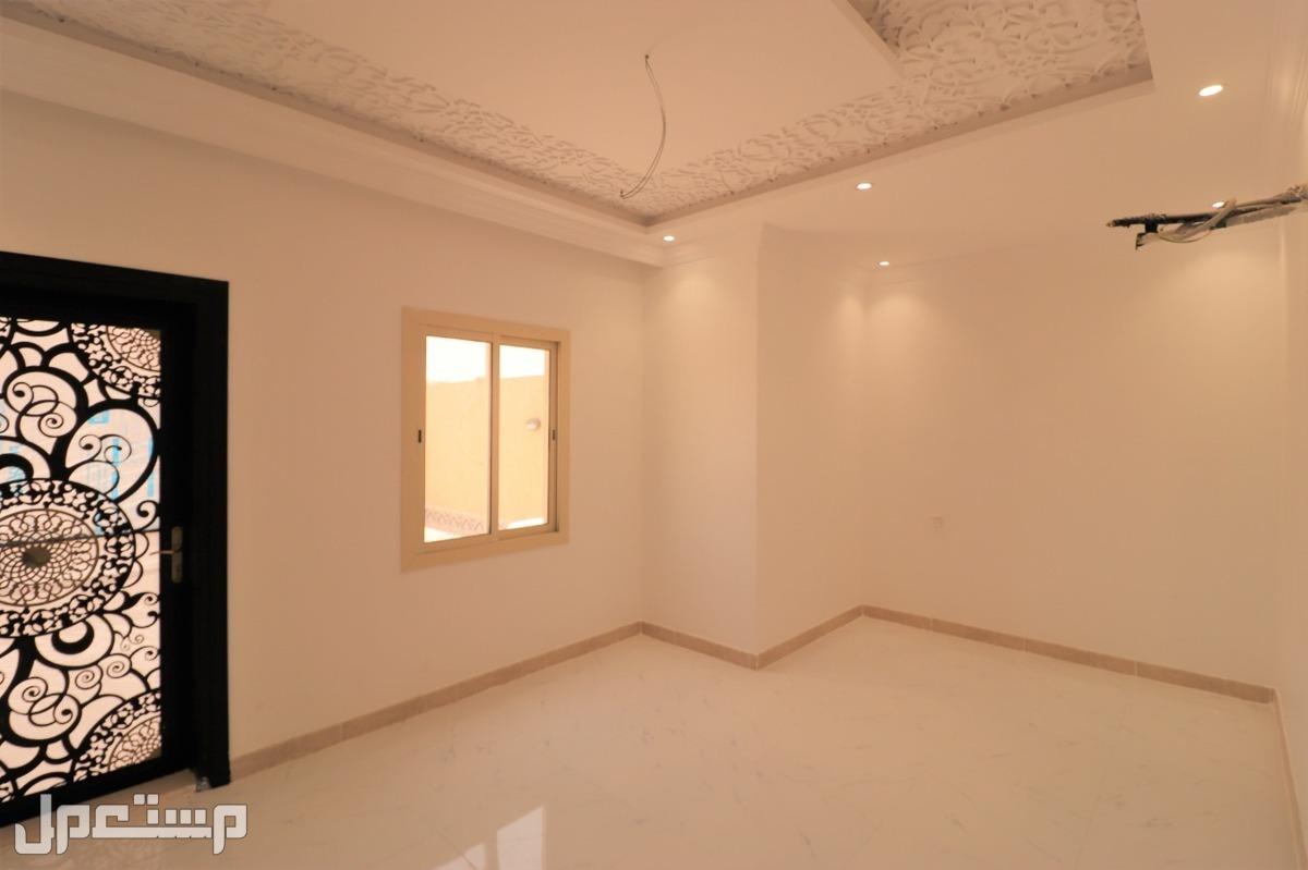 ملحق 5 غرف بسطح خاص وشقة 5غرف بمدخلين بسعر مناسب
