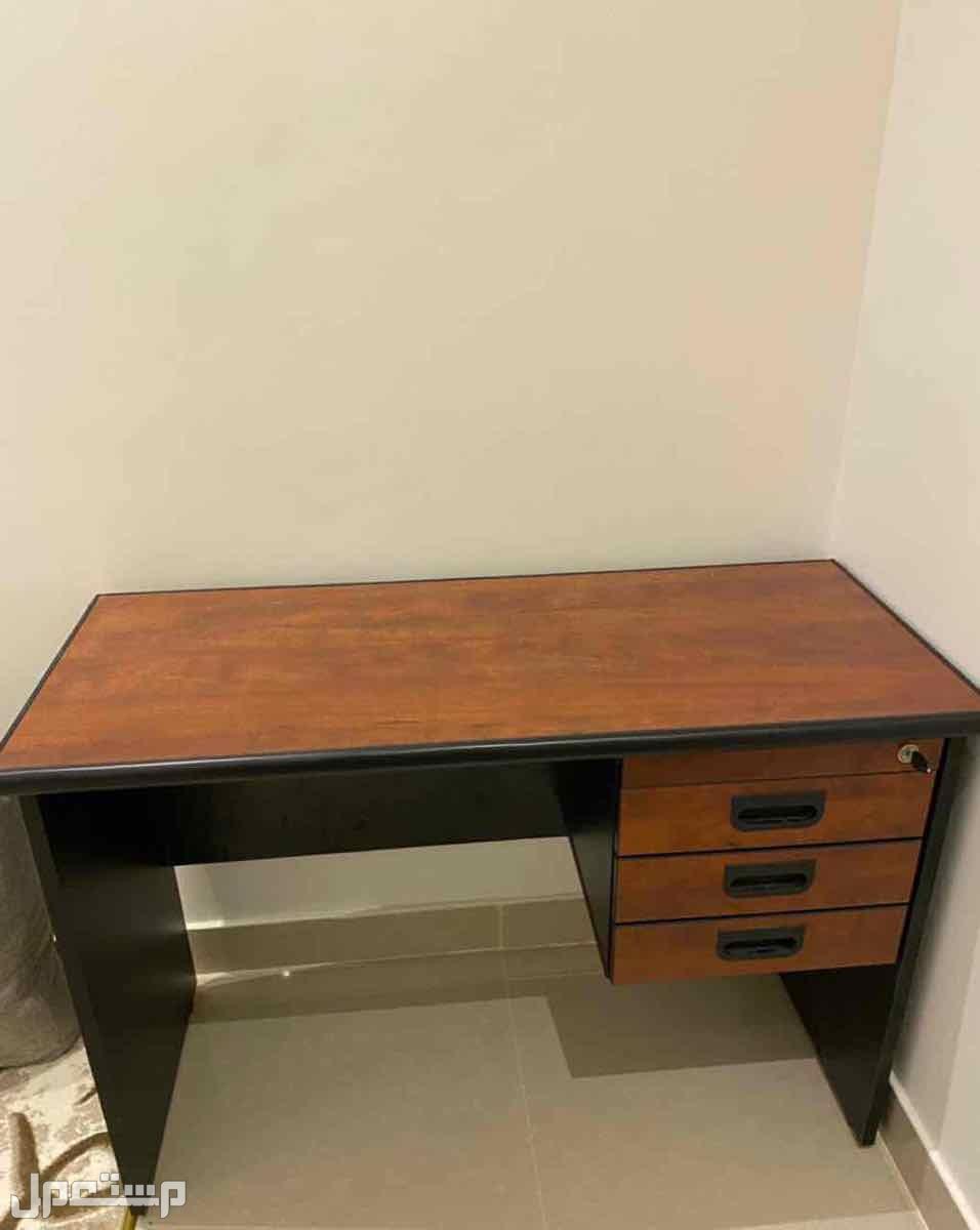 طاولة مكتب خشب متين