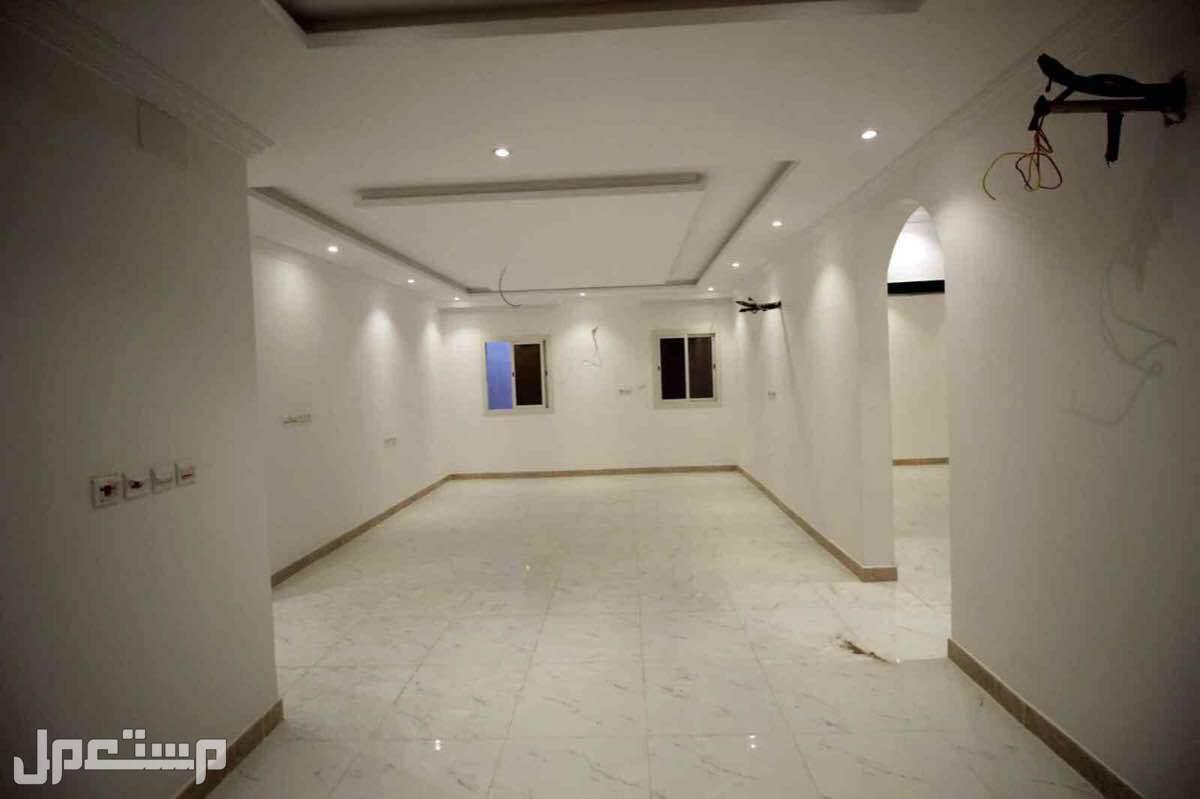 ملحق 5 غرف وسطح كبير