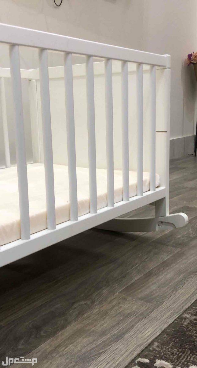 سرير اطفال من ايكيا مع طراحة نضيف جدا
