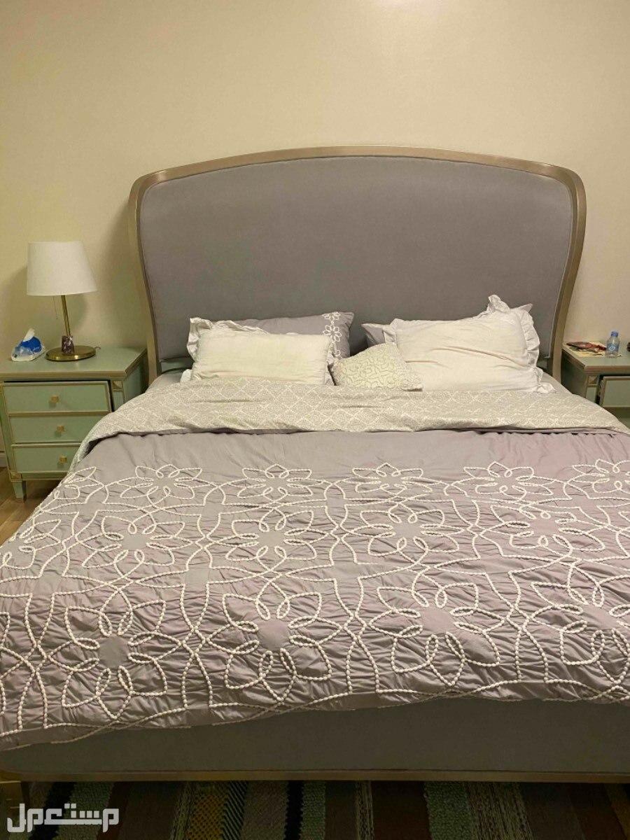 غرفه نوم فاخره السرير كبير قماش كامل اللون رصاصي