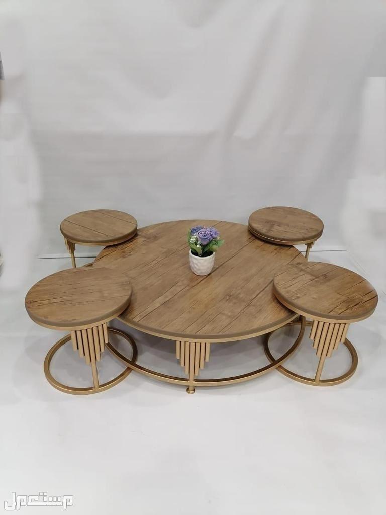 طاولات مجلس عربي حديد  دائري سطحيه خشب مقاس الكبير 90x90x25سم خمس قطع