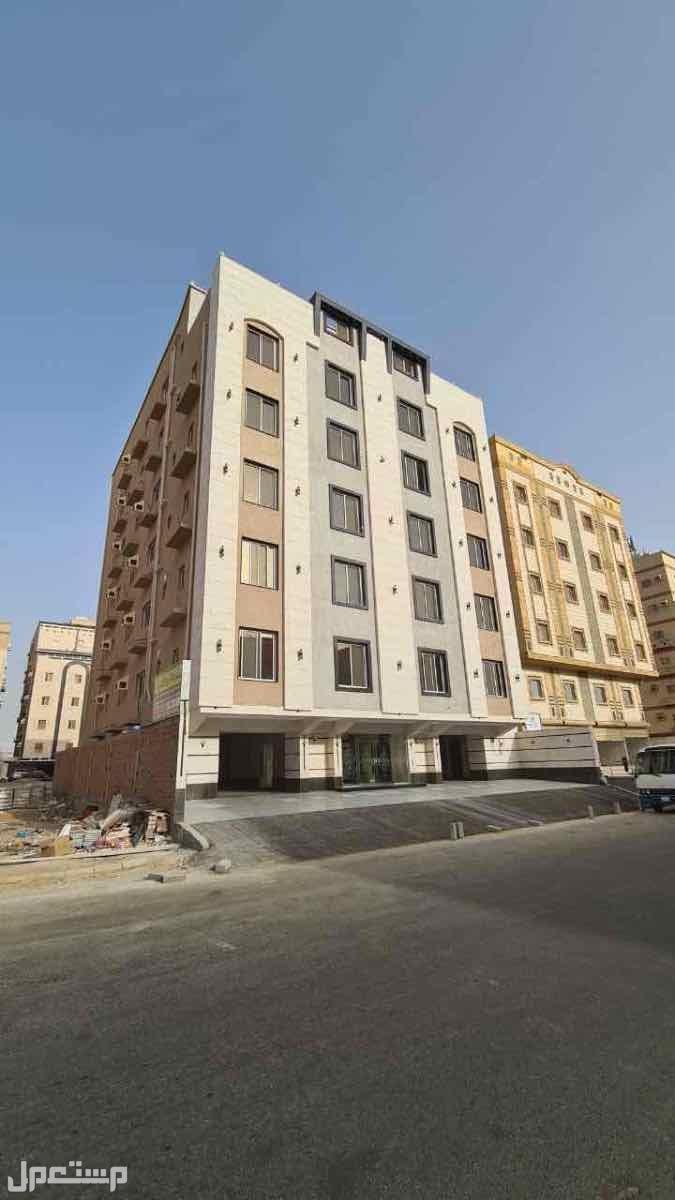 شقق 6 غرف بمنافعها  للبيع حي الروبي