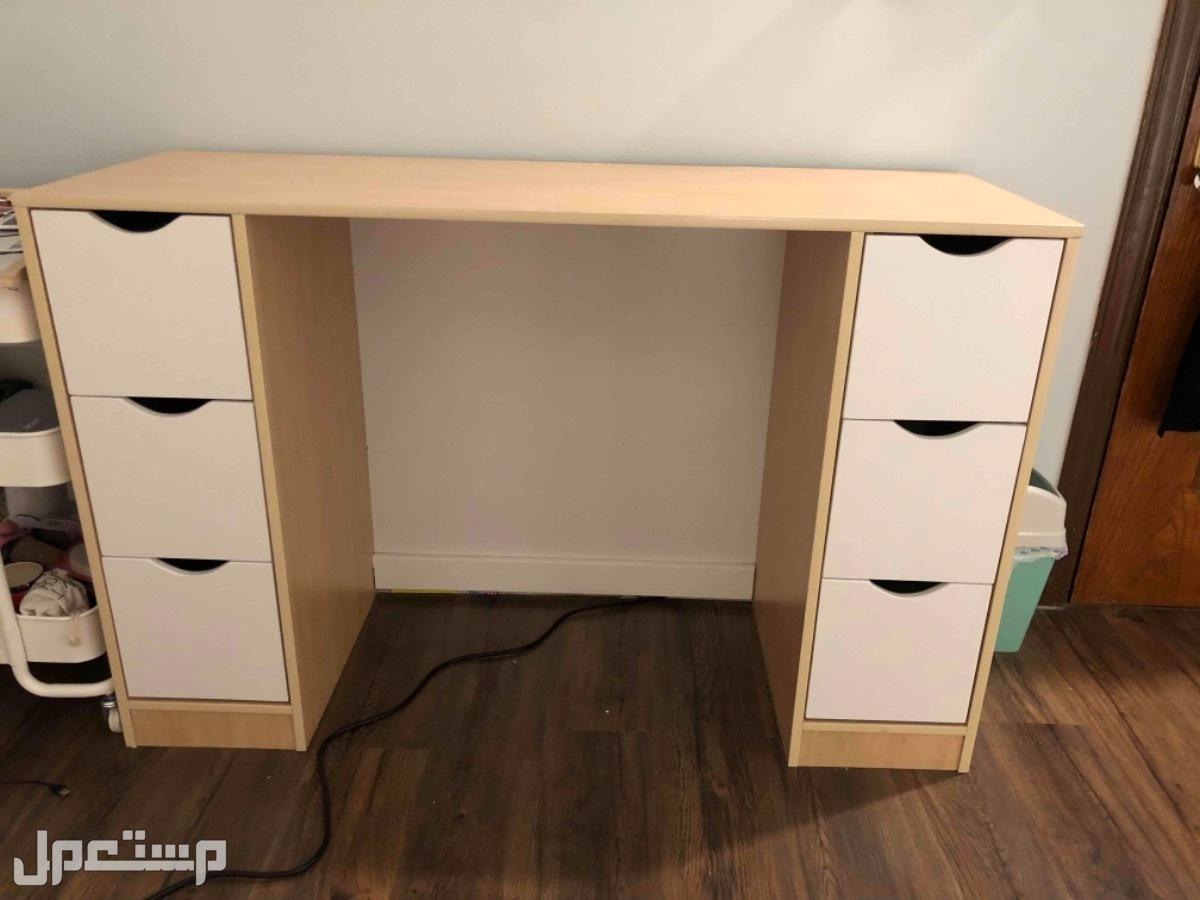 مكتب خشبي للبيع بحالة