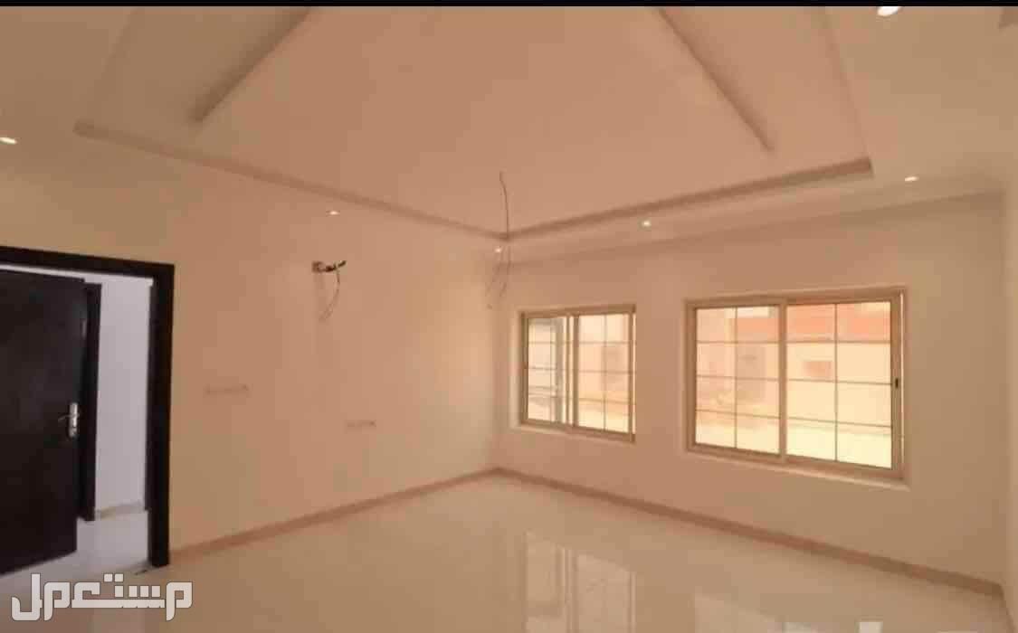 للبيع ملحق روف خمس غرف مع سطح مستقل