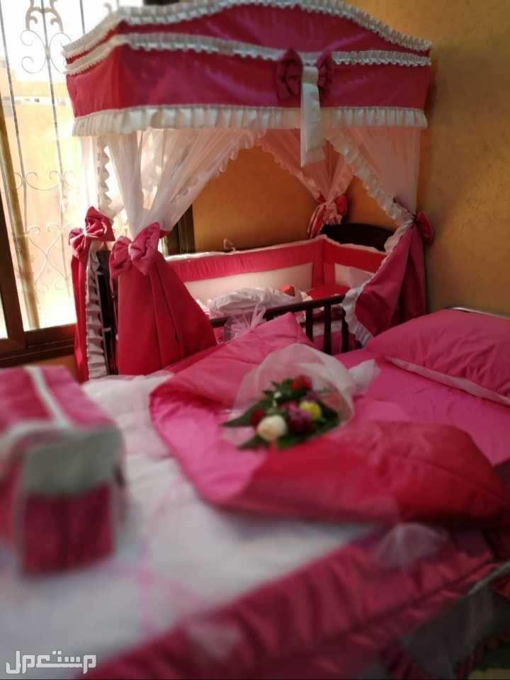 سرير و مفرش للأم ووالطفل