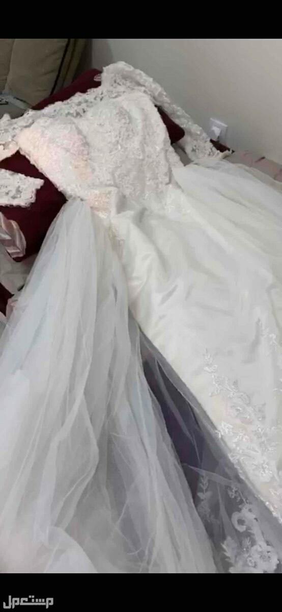 فستان زفاف صورتها من فديو لان هنا ماقدرت ارسل فديو