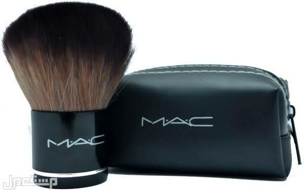 منتجات مكياج متميزة من MAC لعام 2022 فرشاة عريضة بودر و المكياج من ماك