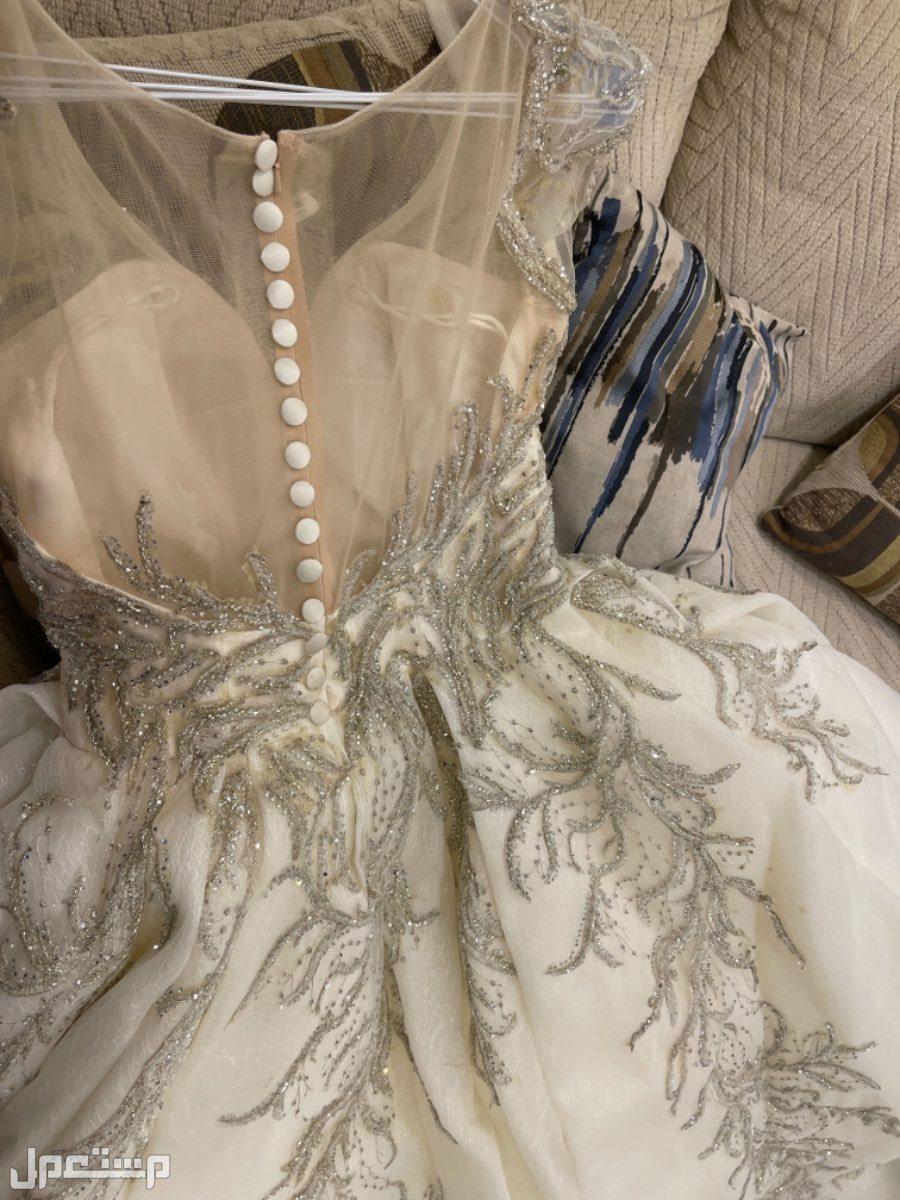 فستان زفاف مستعمل ليله واحده من الخلف