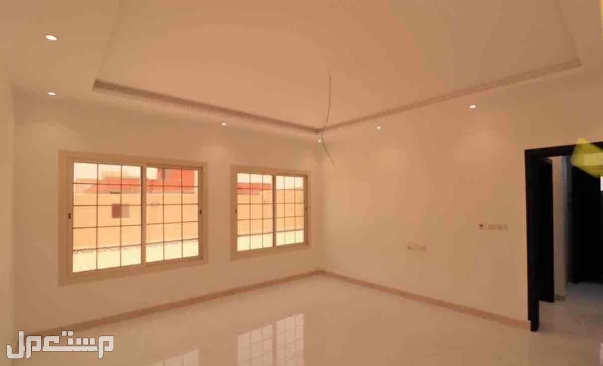 روف فاخر للتمليك 5 غرف مع سطح مستقل بسعر مميز