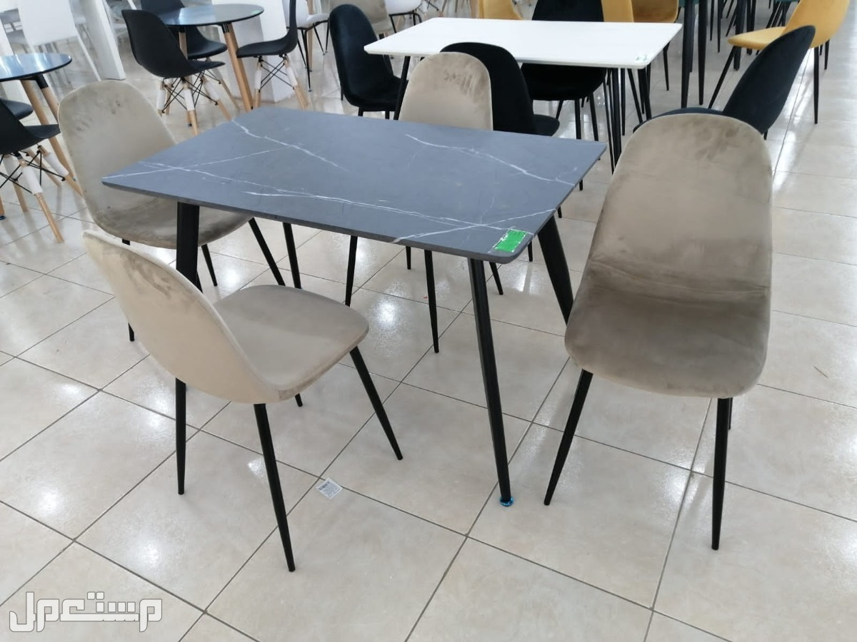 طاولات طعام سطح خشب وارجل حديد