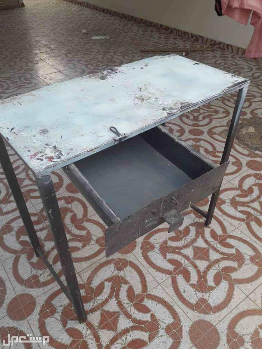طاولات حديد للبيع