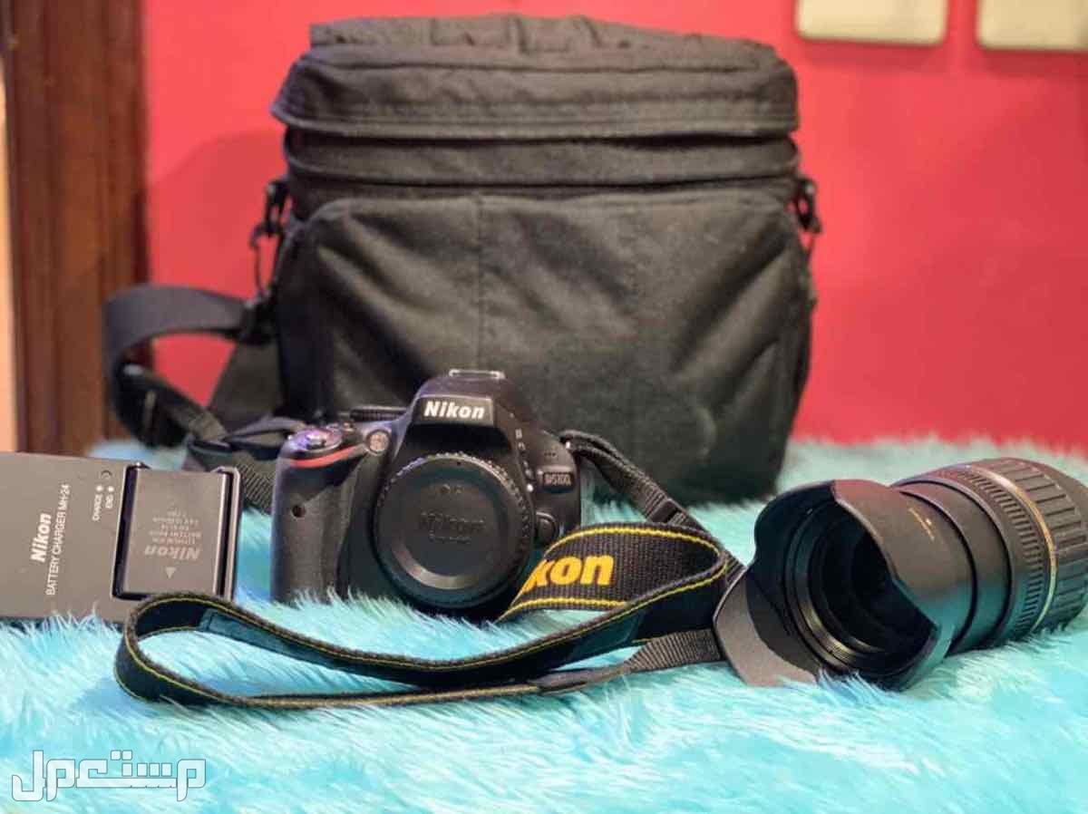 كاميره مع عدسه للبيع نوعها D5100